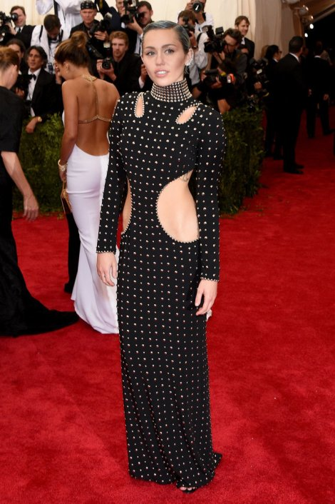 Miley-Cyrus-Met-Gala-2015-Pictures