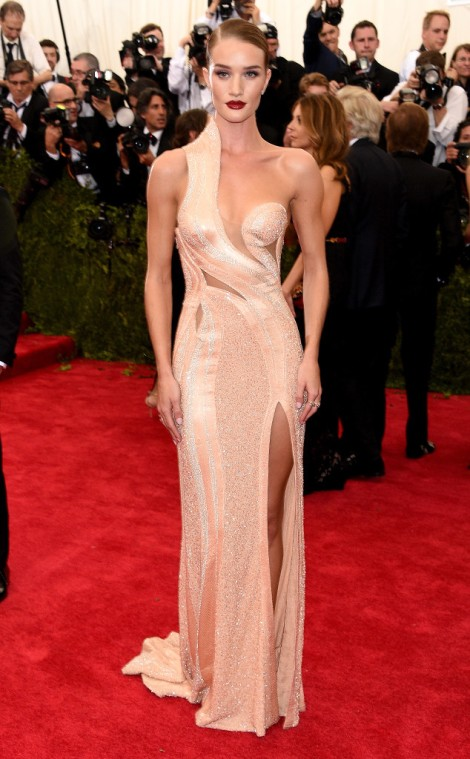 rs_634x1024-150504164521-634.Rosie-Huntington-Whiteley-met-Gala.jl.050415.