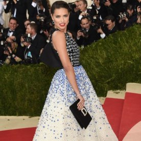 Adriana-Lima-Giambattista-Valli-Dress-Met-Gala-2016