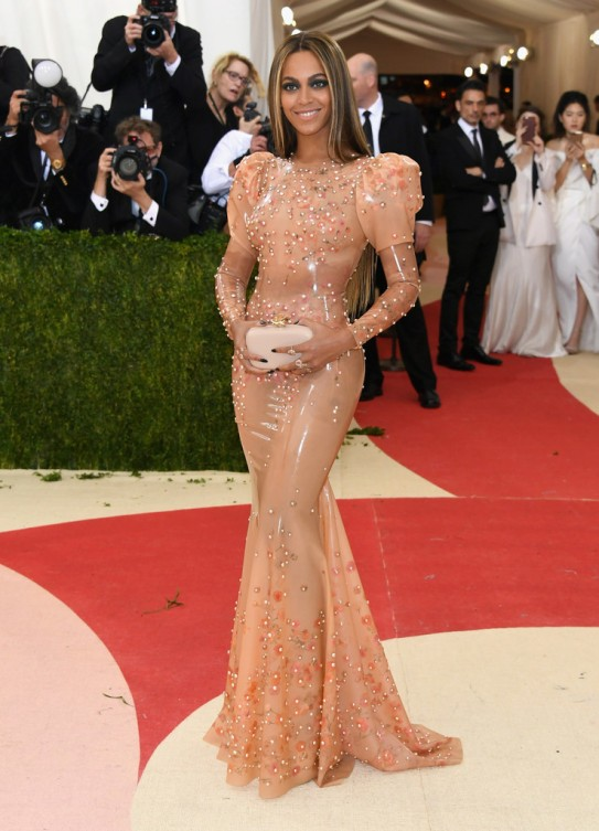 beyonce-in-givenchy-couture-at-2016-met-gala-in-new-york-city-1